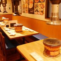 【1階/カウンター席】1人焼肉も楽しめる落ち着いた雰囲気のカウンター席
