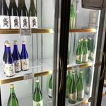 岡田本家 - ドリンク写真:保冷ストッカーの中は、魅力的なお酒がいっぱい!(2017.12.25)