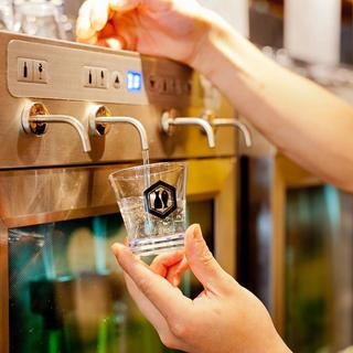 特別な日本酒サーバーを使用!