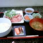 785027 - ランチの生姜焼き定食(800円)です