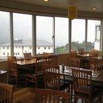 大涌谷 駅食堂 - 店内は広々、大涌谷が一望できますよ。