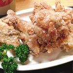 雛どり - 唐揚げはとても大きく、ジューシーで相当お腹がいっぱい。