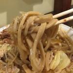 めんじろ - 大味噌めんじろ 汁無し(全マシマシ)麺アップ