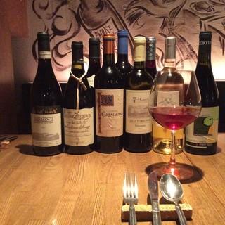 ワインソムリエ厳選のいろいろなワインがグラス600円から