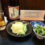 大政 - 料理写真:お通しの枝豆&キャベツ(キャベツはお代わりできます)