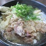 うどん秀 - 肉ゴボウ700円+月見50円。
