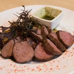 山里 - 鹿肉香草にんにくバターステーキ(1,800円)
