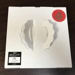 78511994 - 大きな白い箱が届きました