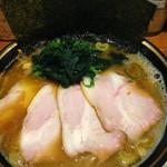78513664 - 2014年6月のラーメン スープに甘味といおうか甘露な旨味が感じられてくる