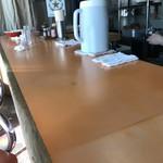 青島食堂 - カウンター。