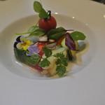 アキヒサ ハンダ - 野菜のテリーヌ 稚内のハーブを添えて