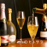 シュン - 料理によく合うワインが豊富。お気に入りの銘柄を探す楽しみも