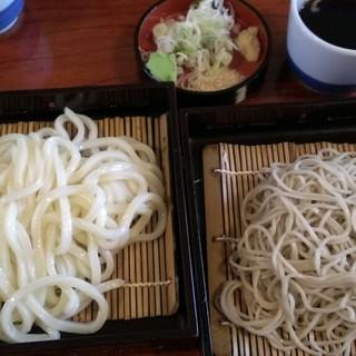 お休み処 芭蕉苑 - 料理写真:うどん&お蕎麦  いただきまーす♪