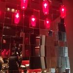 チャイナルーム - 赤いランプが印象的