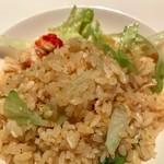 78523726 - 蟹肉とレタスのフライドガーリック炒飯
