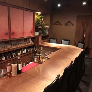 和の雰囲気漂う店内。他にはない空間でお酒をお楽しみ下さい。