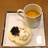 レンゲ - 料理写真:オシェトラキャビアバーガー(自家製のサワークリームで) と 濃厚上海蟹のビスク スープ