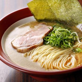 嬉しい百麺の定番☆2種類の麺を楽しめます!