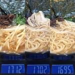 玄武門 - 「玄武ラーメン」チャ-シュー1枚当たり重量(実測値)1枚目 10g、2枚目 7g × 5枚。