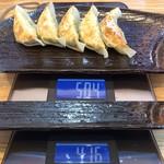 玄武門 - 「ギョーザ(5個)」350円(税込)総重量(実測値)88g。