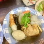 久村の酒場 - カウンターの下のおでん