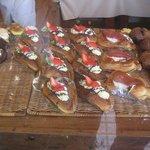 銀の麦 - デザート系のケーキぽいデニッシュ?も美味しい。