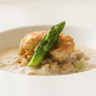 世界から厳選した食材の魅力が、ストレートに生きる料理