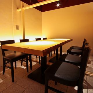 重要な打ち合わせや接待に最適な、予約制の完全個室あり
