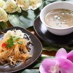 クワンチャイ タイ食堂茶屋町店 - チキンスープ&春雨サラダ