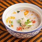 クワンチャイ タイ食堂茶屋町店 - 鶏肉のココナッツスープ
