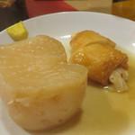 屋台 峰ちゃん - 大根と博多おでんの定番・餃子巻き。