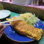 なかちゃん - 屋台は生ものが提供できないので、博多名物の辛子明太子は炙ったり焼いたり揚げたり、 こうやって玉子焼きになったりします。