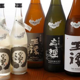 地元の日本酒を豊富に取り揃え