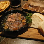 博多イタリアンチーズバル バルバル - 砂肝とベーコンのアヒージョ