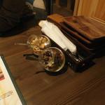 博多イタリアンチーズバル バルバル - テーブルに置てるおつまみ?