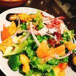 ベーカリー&レストラン 沢村 - 魚介のサラダ 1680円