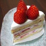 フレンチ パウンド ハウス 大和郷本店 - 苺のショートケーキ ¥599