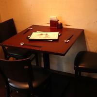 【テーブル席】全13席◆モダンでオシャレな空間で楽しく中華三昧