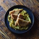 自家製ロースハムのカツレツ/カレー風味のキャベツマリネ