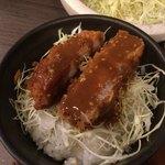 黒かつ亭 - ごま味噌ダレかつ丼完成