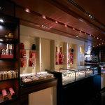 ラ ブティック ドゥ ジョエル・ロブション - フランスのパンやお菓子を販売。