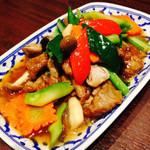 牛肉のオイスターソース炒め(ヌアナムマンホイ)