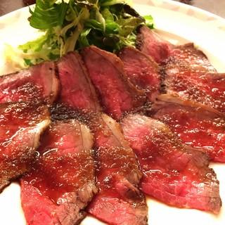 和牛のとろける上品な脂を味わえる、こだわりの肉料理の数々!
