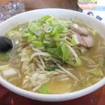 麺屋秀吉 - みそ野菜ラーメン(麺と野菜大盛り)!