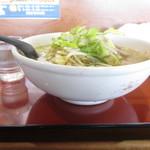 麺屋秀吉 - 横からコップと比較!