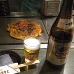 78569618 - スジ焼き¥1190と、中瓶ビール¥590