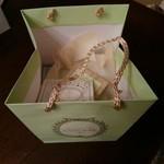78569815 - 紙袋+ケーキとマカロンの箱