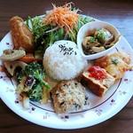 カフェ クウワ - 菖蒲産野菜たっぷりお惣菜プレート1080円