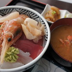 78573201 - ちらし丼・蟹汁・おしんこ
