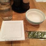 酒処 つがる - ランチにつくサービスの海苔、納豆、生卵。 おひとり、ひとつまで。サービス満点です。